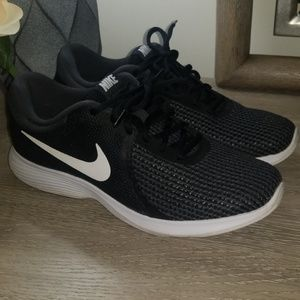 💋EUC Nike Sneakers